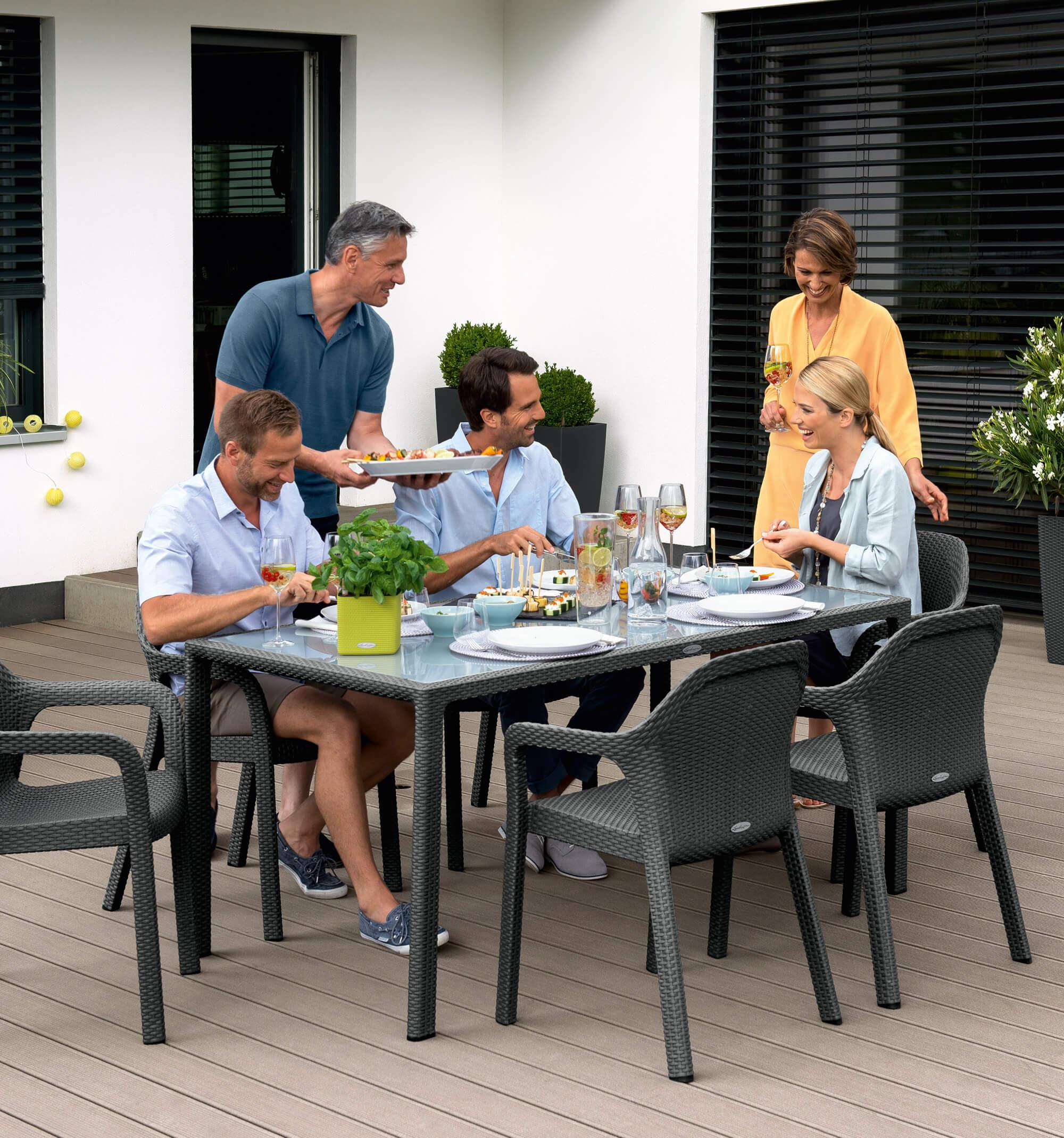 Enjoy  Sunday afternoon with the comfortable design furniture by LECHUZA