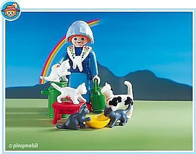 3007-A Fermière/famille de chats detail image 1