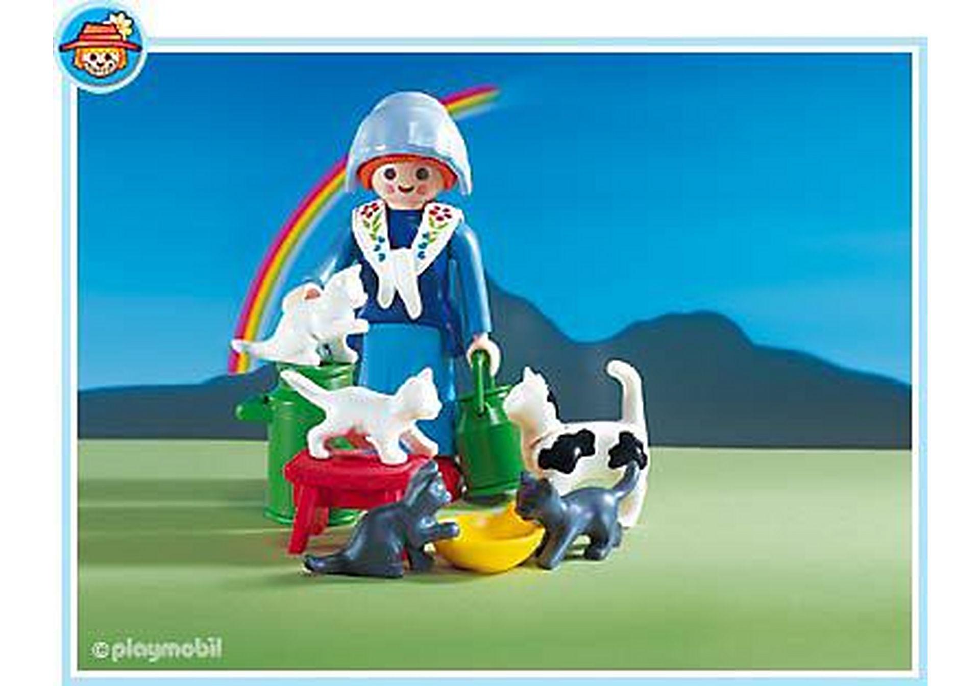 3007-A Fermière/famille de chats zoom image1