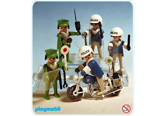 http://media.playmobil.com/i/playmobil/3232-A_product_detail/Set Policiers