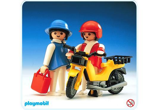 http://media.playmobil.com/i/playmobil/3302-A_product_detail/2 ménagères / vélomoteur