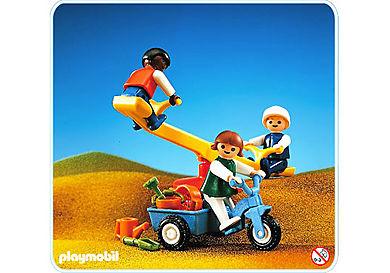 3308-A 3 enfants+balançoire+tricycle