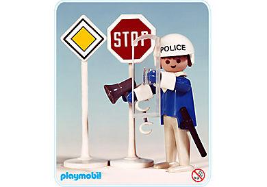 3324-A Polizist/ 2 Verkehrsschilder