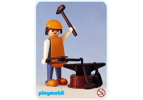 http://media.playmobil.com/i/playmobil/3370-A_product_detail/Forgeron