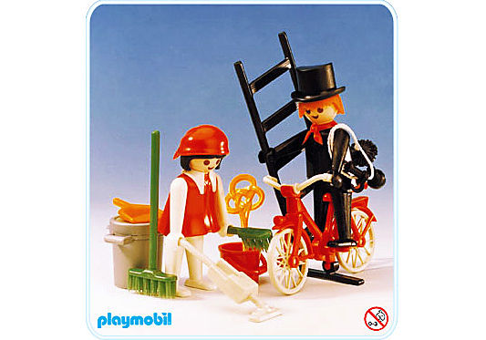 http://media.playmobil.com/i/playmobil/3576-A_product_detail/Kaminkehrer/Hausfrau