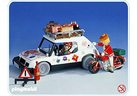 3680-A Voyageuse en voiture et motard detail image 1
