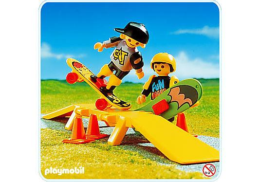 3709-A 2 Kinder/2 Skateboardfahrer detail image 1