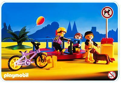 http://media.playmobil.com/i/playmobil/3820-A_product_detail/Karussell