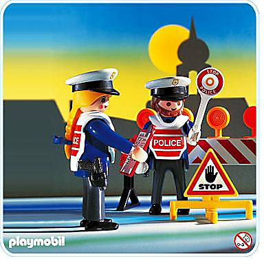 http://media.playmobil.com/i/playmobil/3906-A_product_detail/Agents de circulation