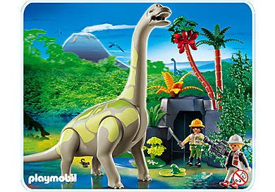 4172-A Brachiosaurus in Felslandschaft