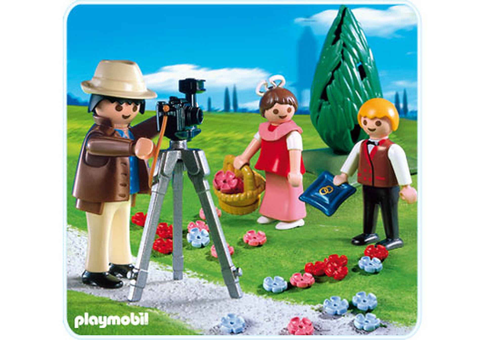 4299-A Photographe avec enfants d'honneur zoom image1