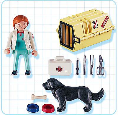 4317-A Tierärztin mit Hund und Flugbox detail image 2