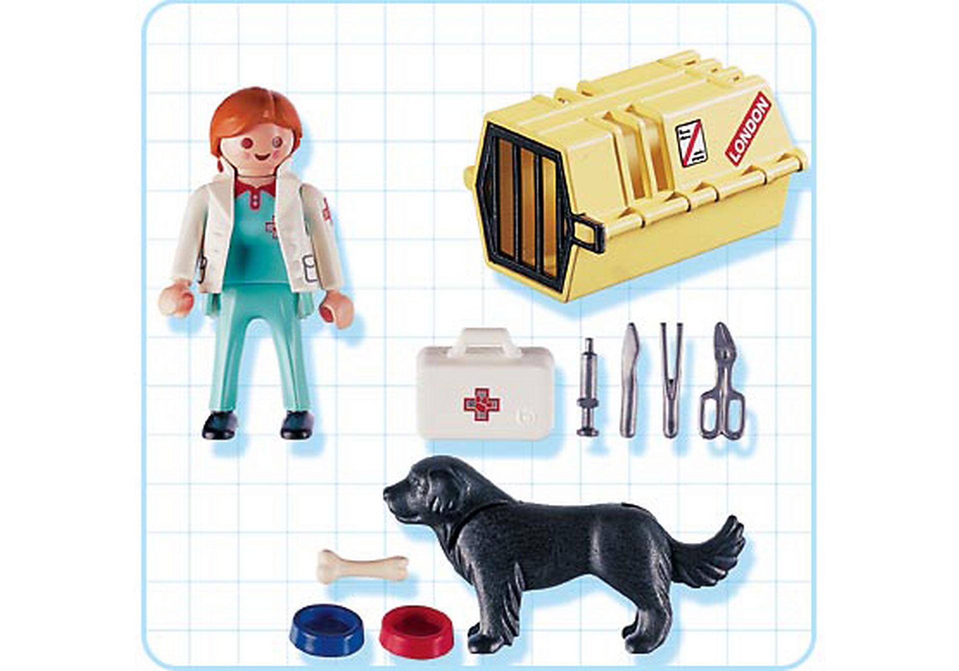 4317-A Tierärztin mit Hund und Flugbox zoom image2