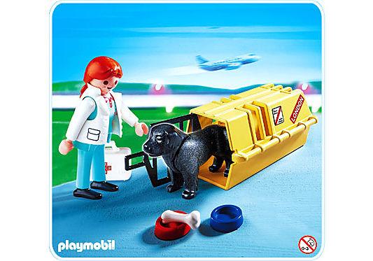 4317-A Tierärztin mit Hund und Flugbox detail image 1