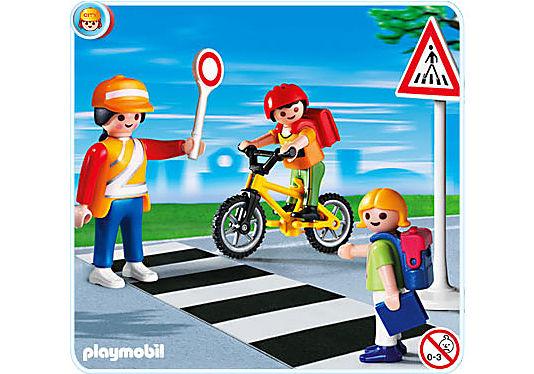 4328-A Schulweghelferin mit Kindern detail image 1