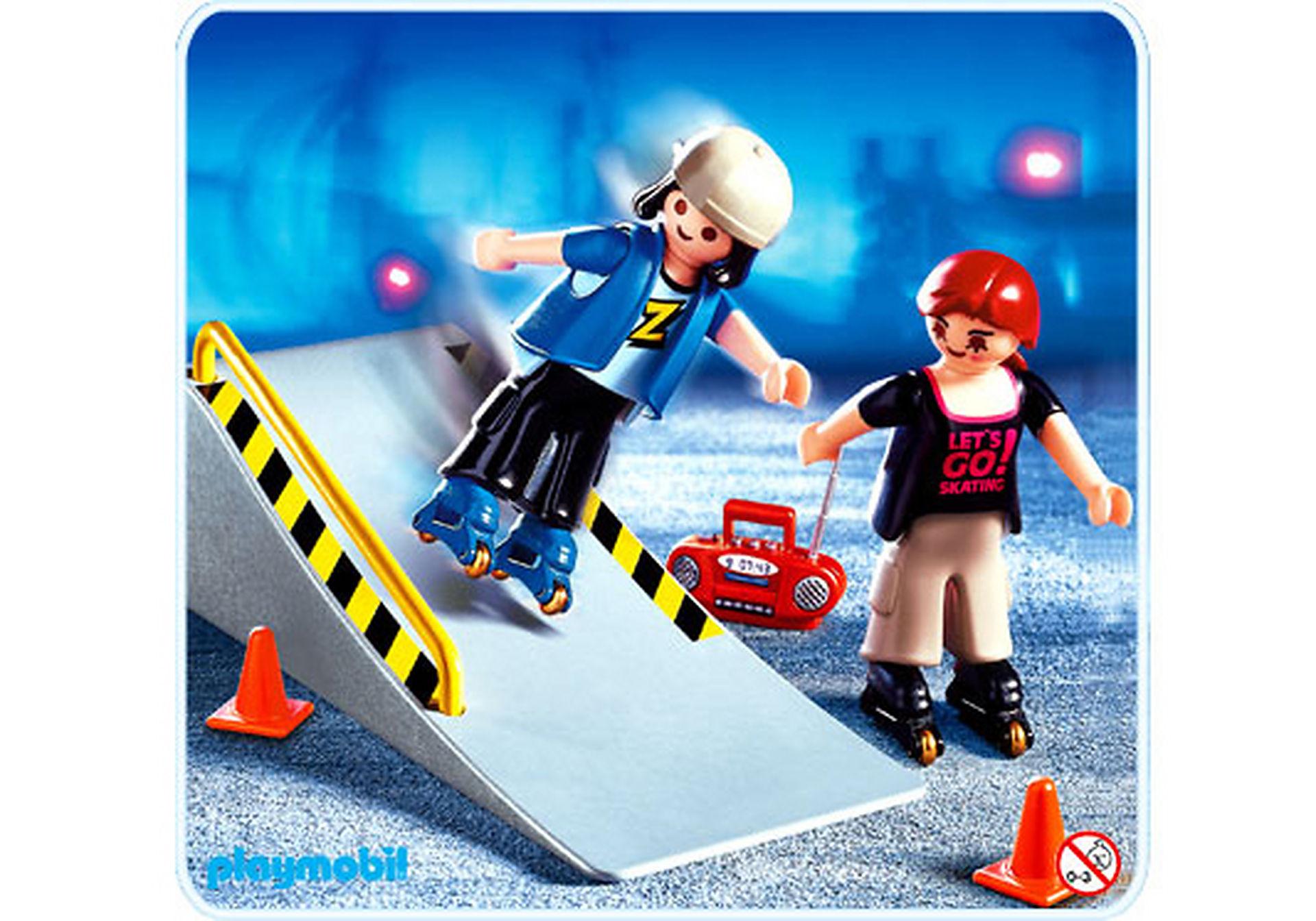 http://media.playmobil.com/i/playmobil/4415-A_product_detail/2 jeunes en rollers / tremplin