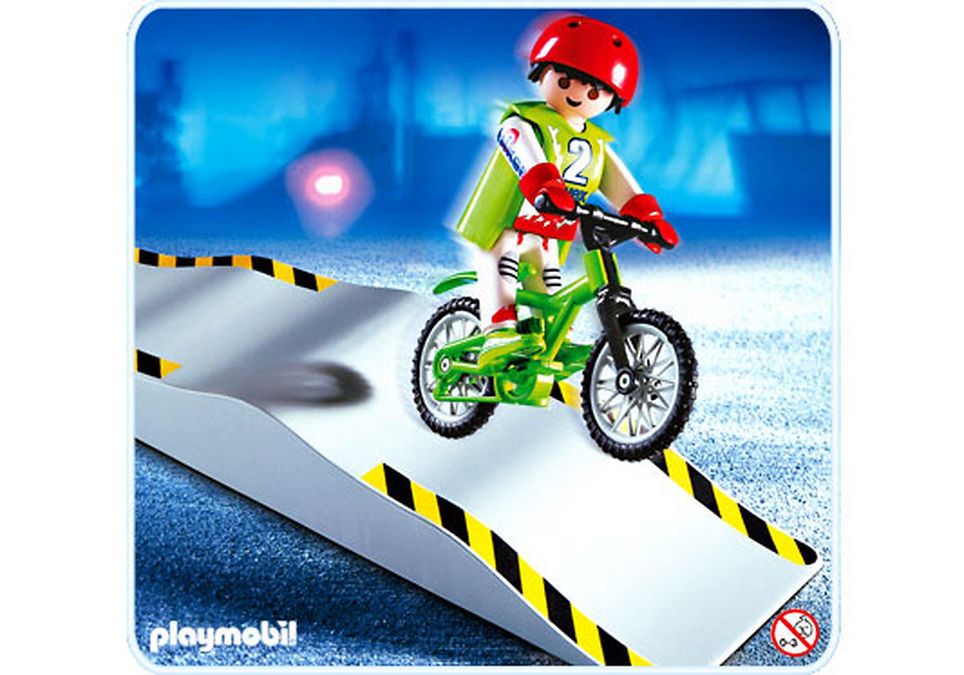 4417-A Mountainbiker mit Wellenrampe zoom image1