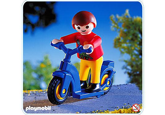 4538-A Junge mit Roller detail image 1