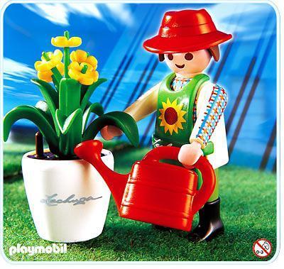 http://media.playmobil.com/i/playmobil/4613-A_product_detail/Jardinier