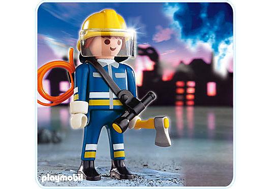 4675-A Pompier avec hache detail image 1