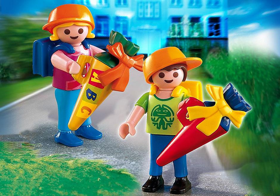 4686 Ecoliers avec pochettes surprises detail image 1