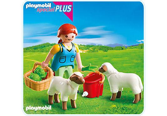 4765-A Bäuerin bei Schäfchen-Fütterung detail image 1