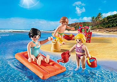 4941 Maman et enfants à la plage