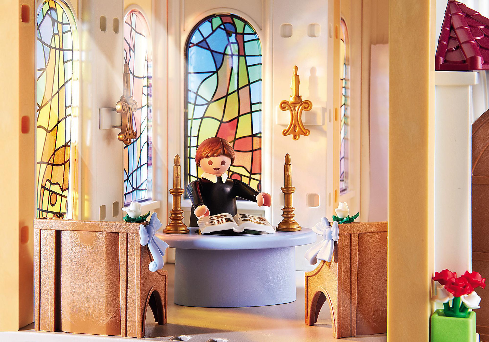 http://media.playmobil.com/i/playmobil/5053_product_extra3/Eglise avec couple de mariés