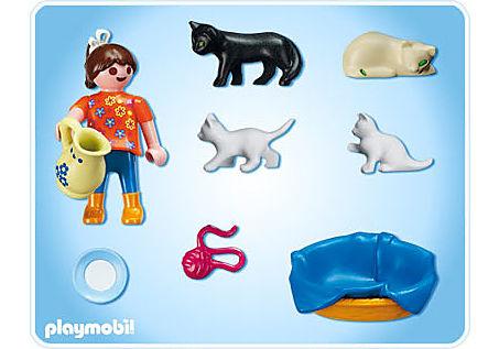 5126-A Mädchen mit Katzenfamilie detail image 2