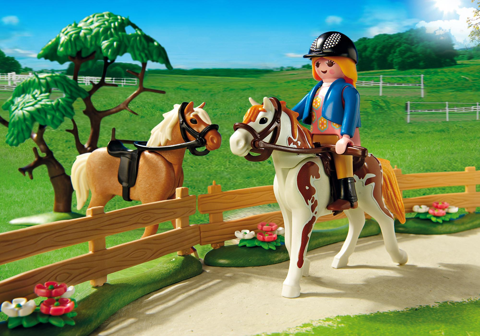 http://media.playmobil.com/i/playmobil/5227_product_extra2