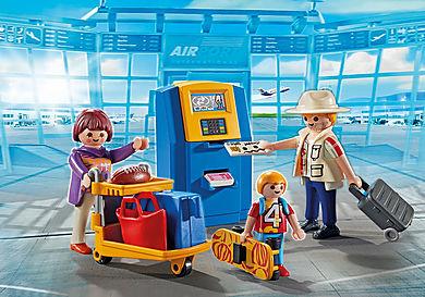 5399 Rodzina przy automacie check-in