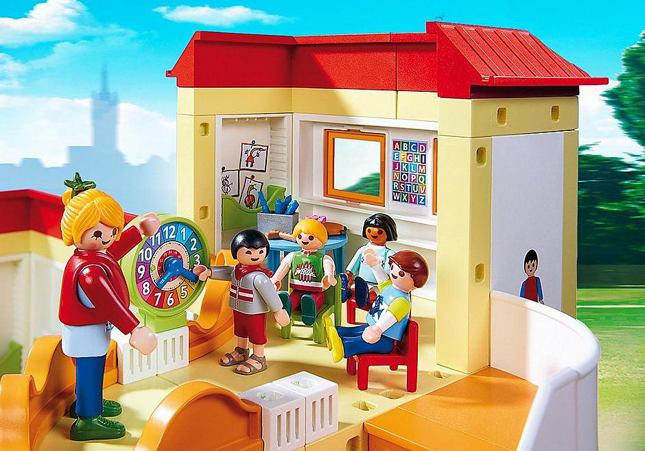 http://media.playmobil.com/i/playmobil/5567_product_extra1/Grande asilo con area gioco e nido