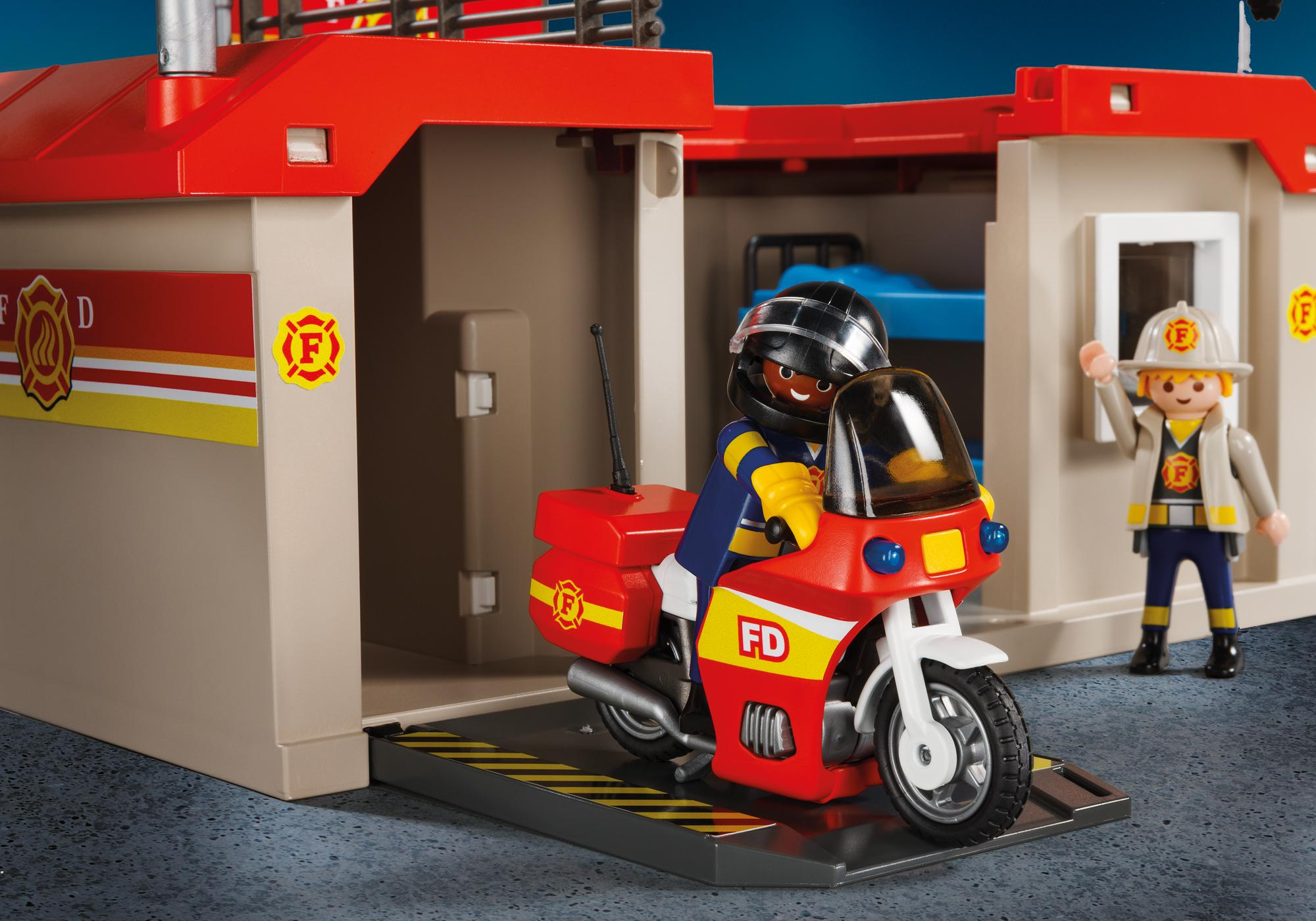 http://media.playmobil.com/i/playmobil/5663_product_extra2/Take Along Fire Station