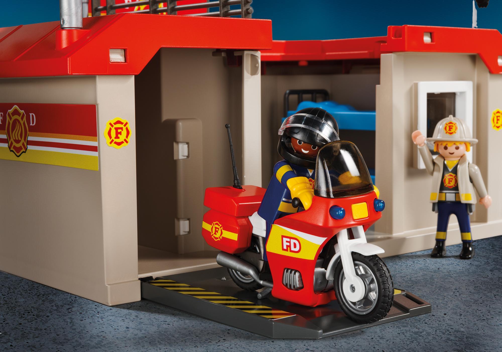 http://media.playmobil.com/i/playmobil/5663_product_extra2/Take Along Fire Station