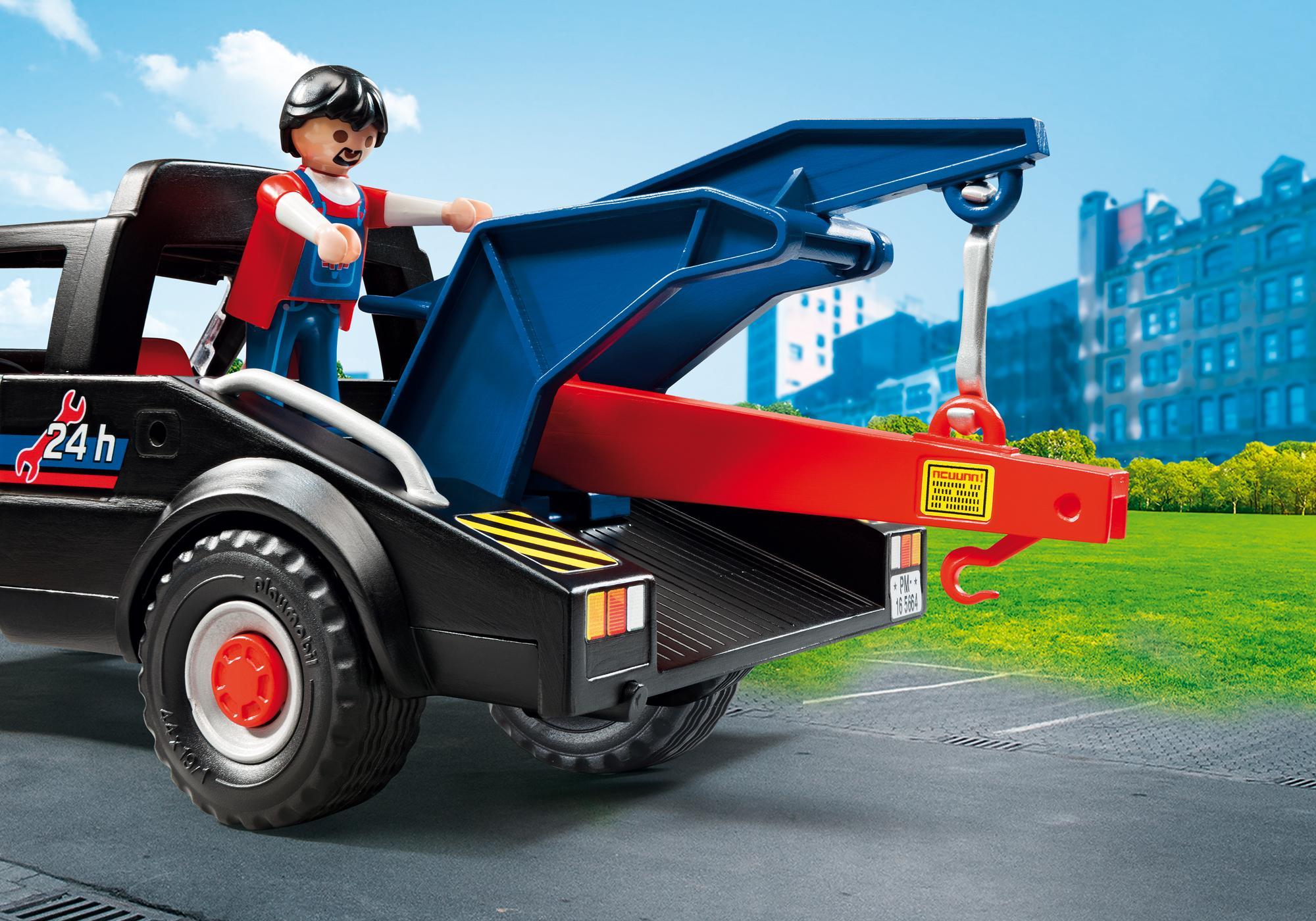 http://media.playmobil.com/i/playmobil/5664_product_extra2/Tow Truck