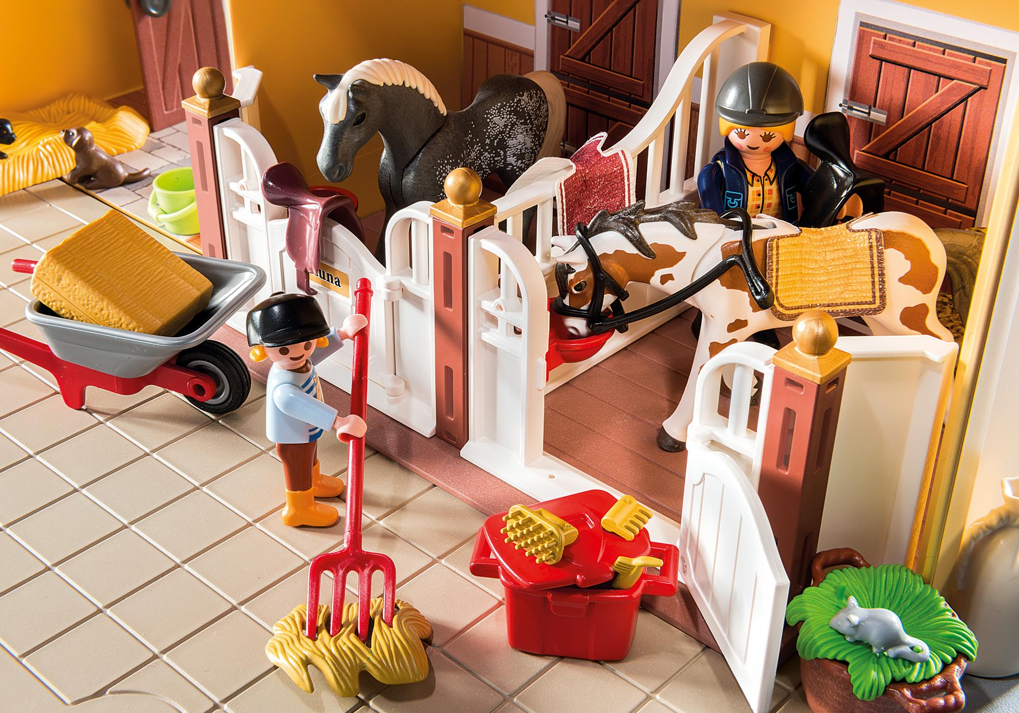 http://media.playmobil.com/i/playmobil/5671_product_extra2/Establo de Caballos Maletín