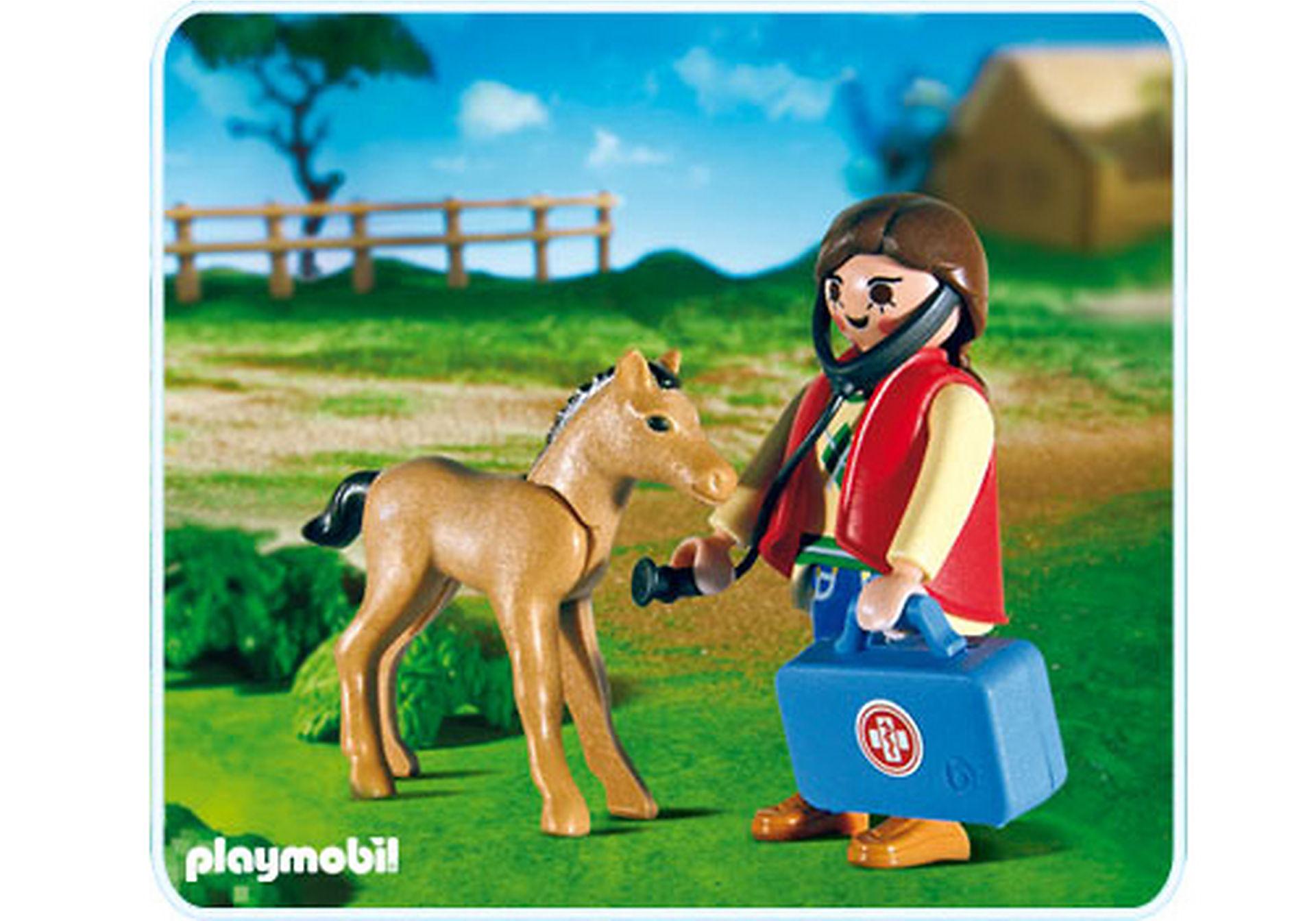 5820-A Tierärztin und Fohlen zoom image1