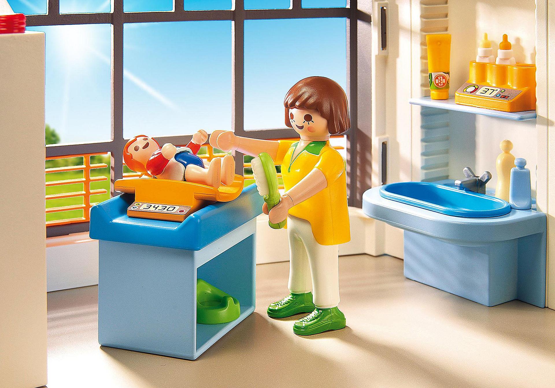 http://media.playmobil.com/i/playmobil/6657_product_extra3/Compleet ingericht kinderziekenhuis