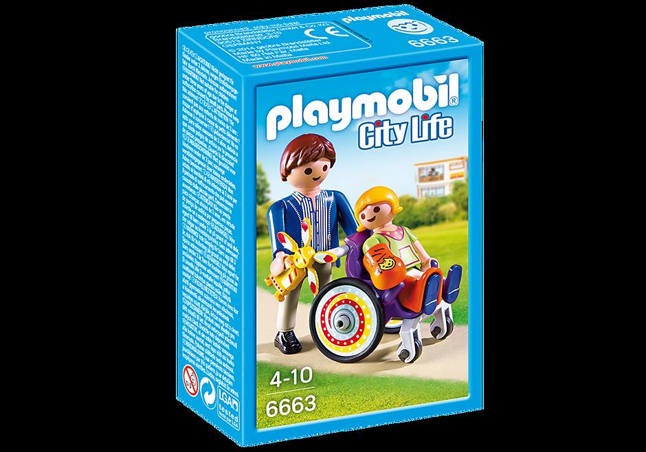 6663 Enfant avec fauteuil roulant et papa detail image 2