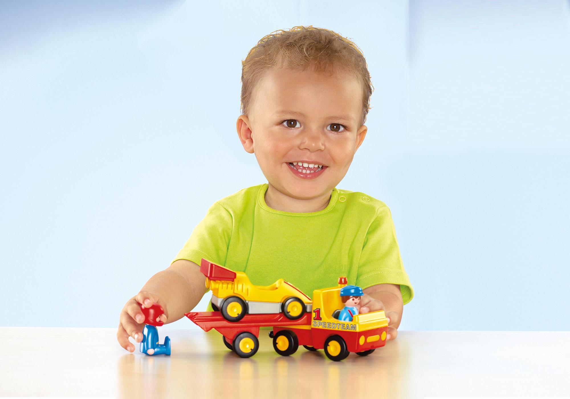 http://media.playmobil.com/i/playmobil/6761_product_extra1/1.2.3 Bärgningsbil med racerbil