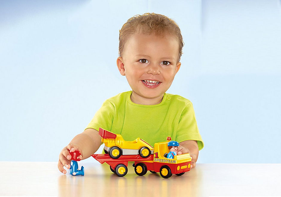 http://media.playmobil.com/i/playmobil/6761_product_extra1/Voiture de course avec camion de transport