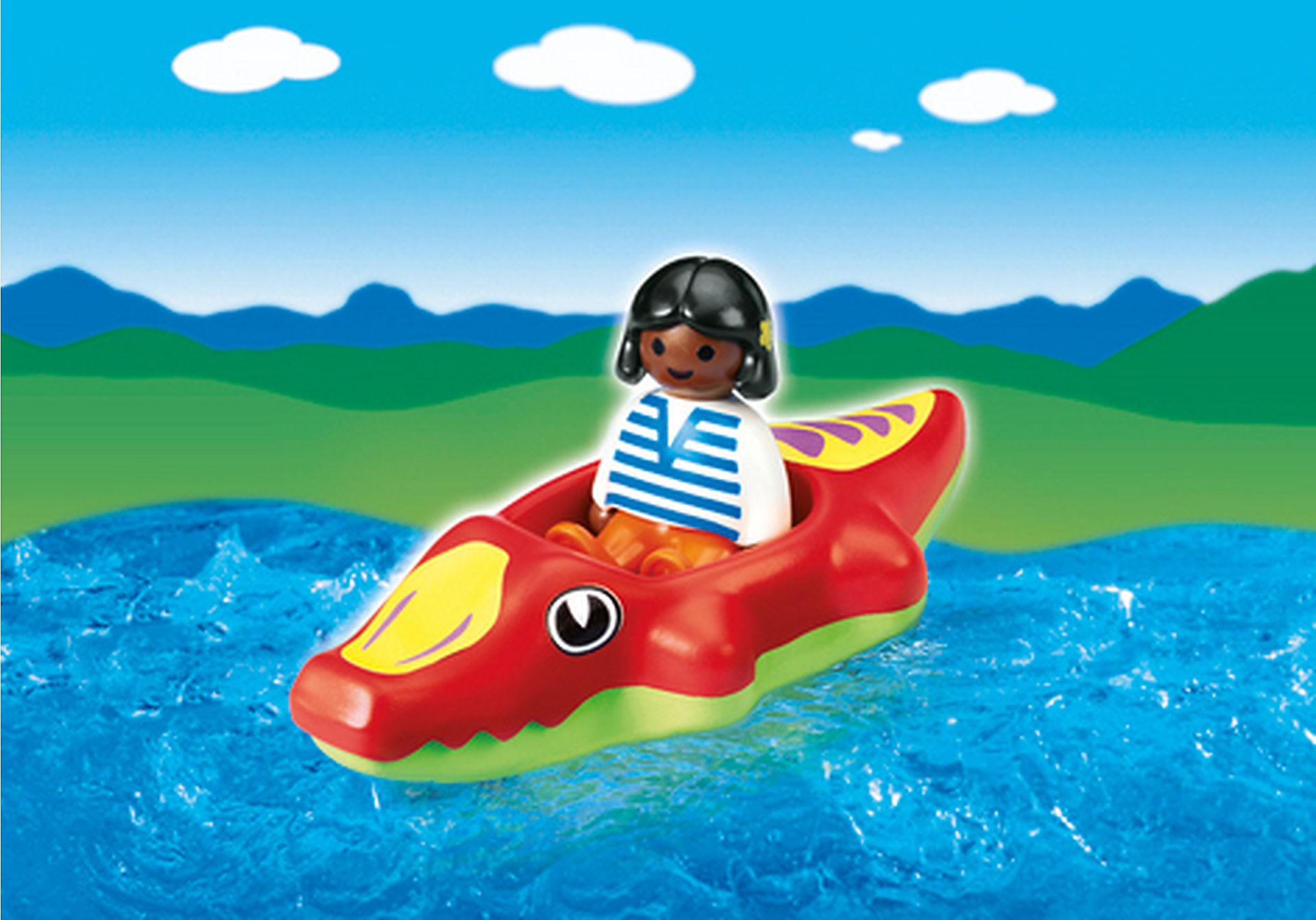 6764-A Fillette avec bateau crocodile zoom image1