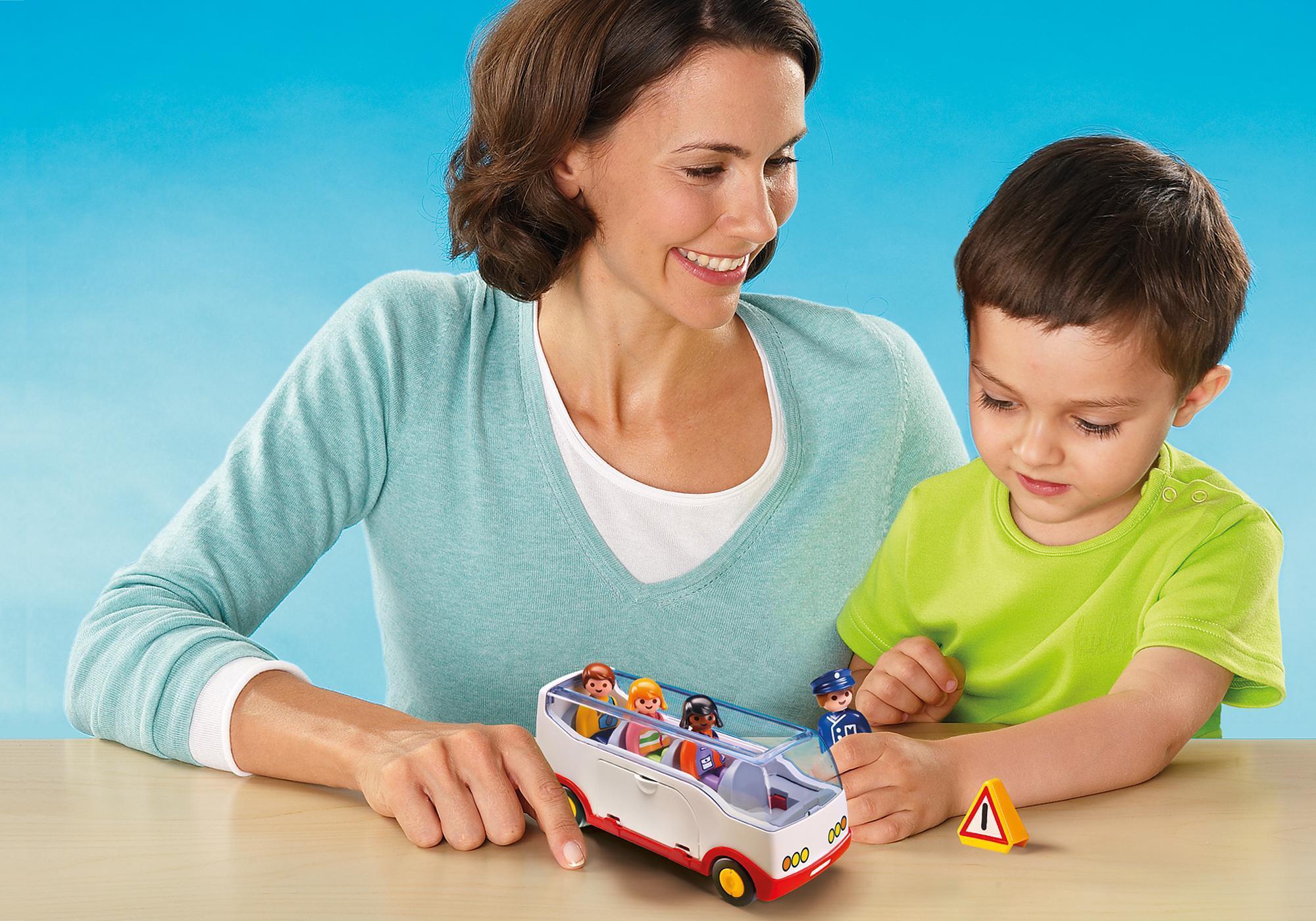 http://media.playmobil.com/i/playmobil/6773_product_extra2/1.2.3 Autobús