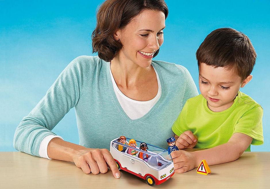 http://media.playmobil.com/i/playmobil/6773_product_extra2/Autobus wycieczkowy