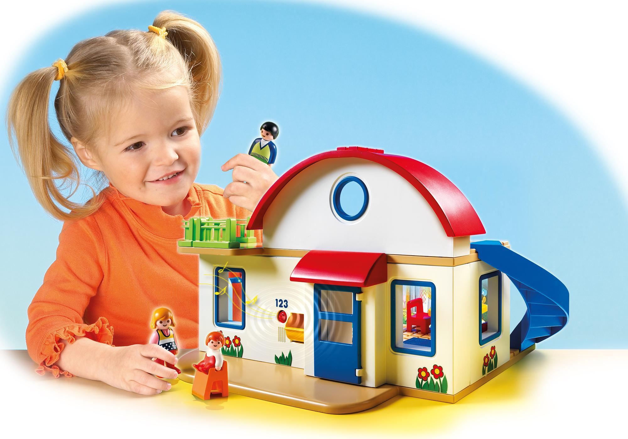 http://media.playmobil.com/i/playmobil/6784_product_extra2