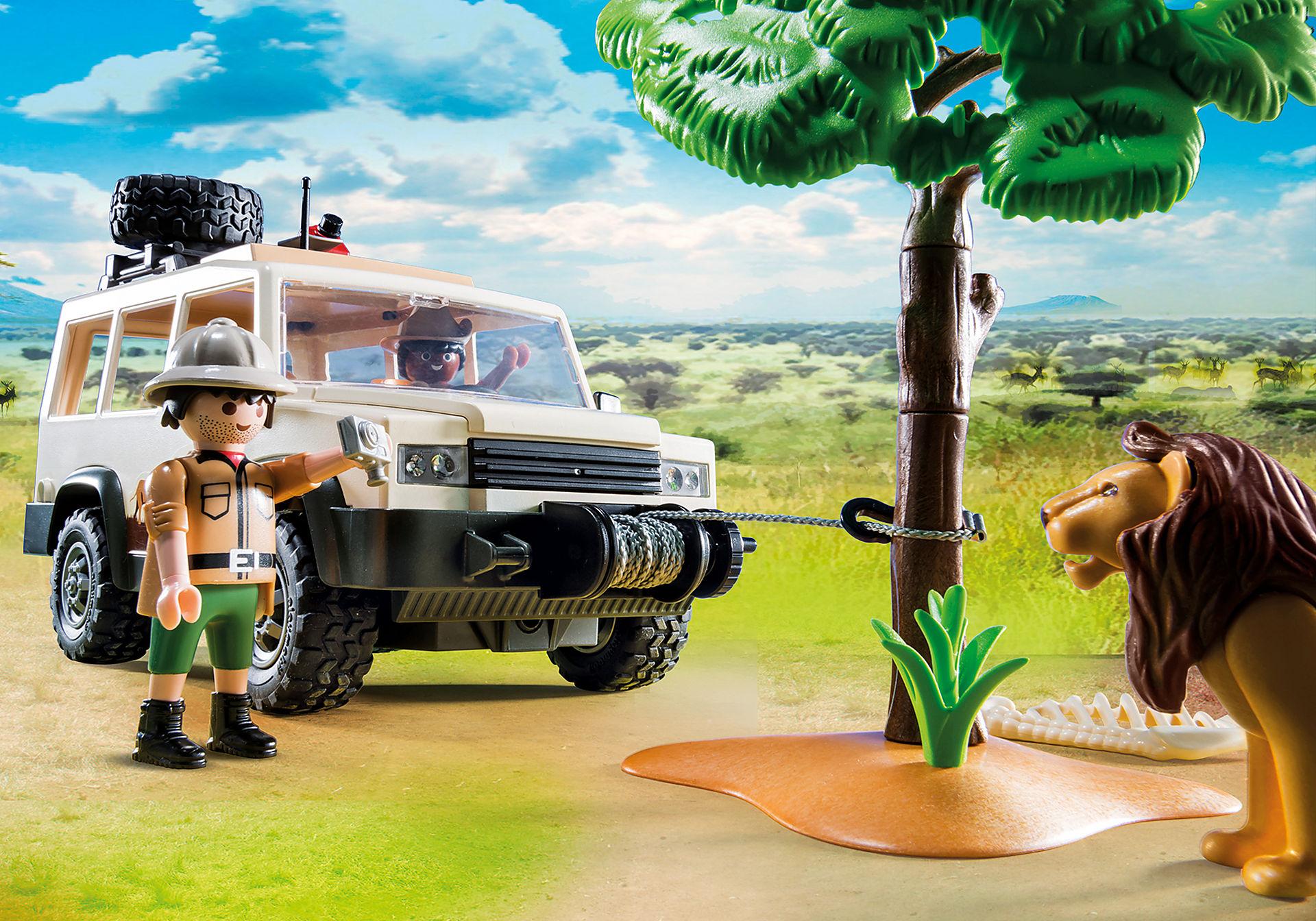 http://media.playmobil.com/i/playmobil/6798_product_extra1/Aventuriers avec 4x4 et couple de lions