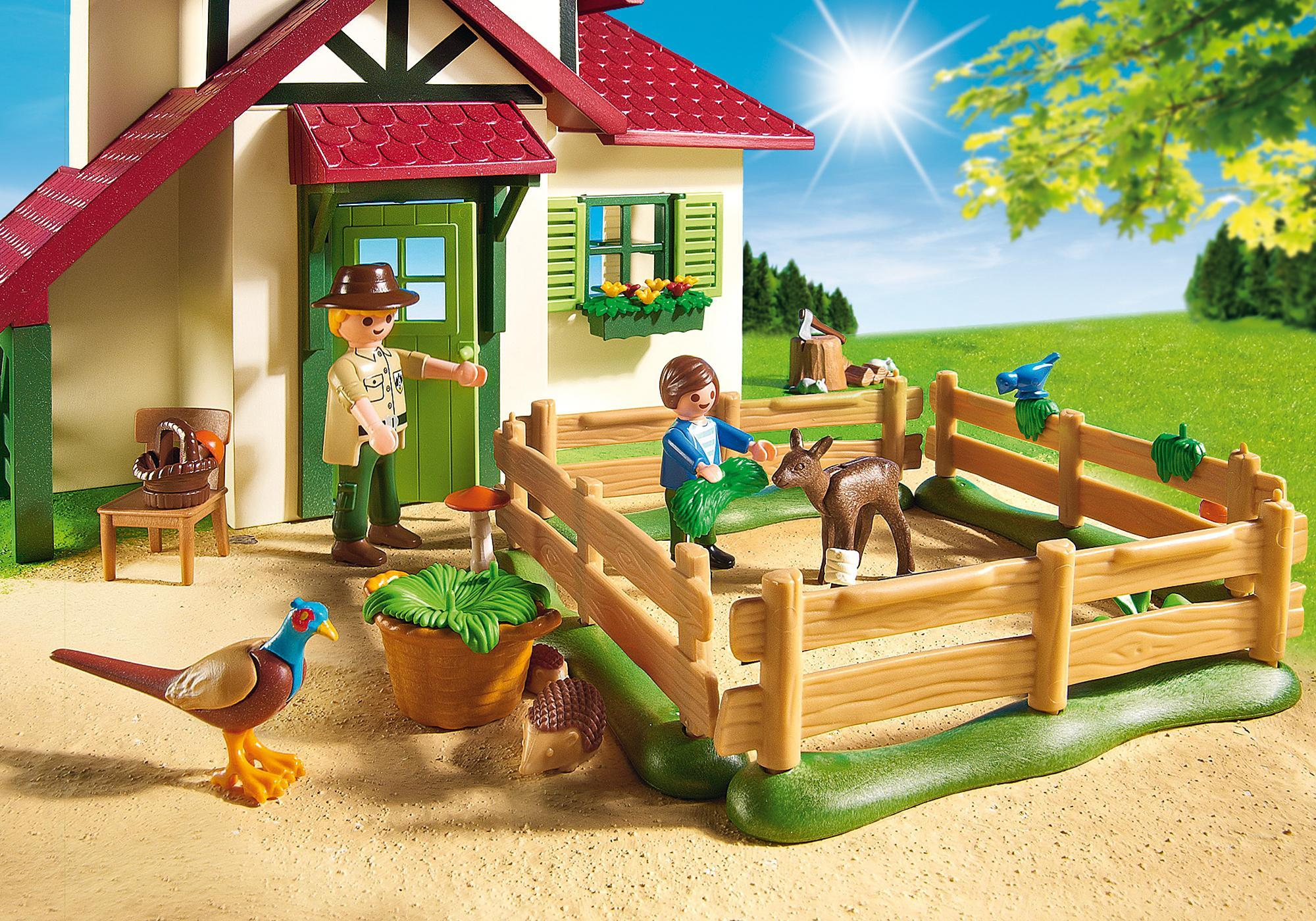 http://media.playmobil.com/i/playmobil/6811_product_extra2/Boswachtershuis