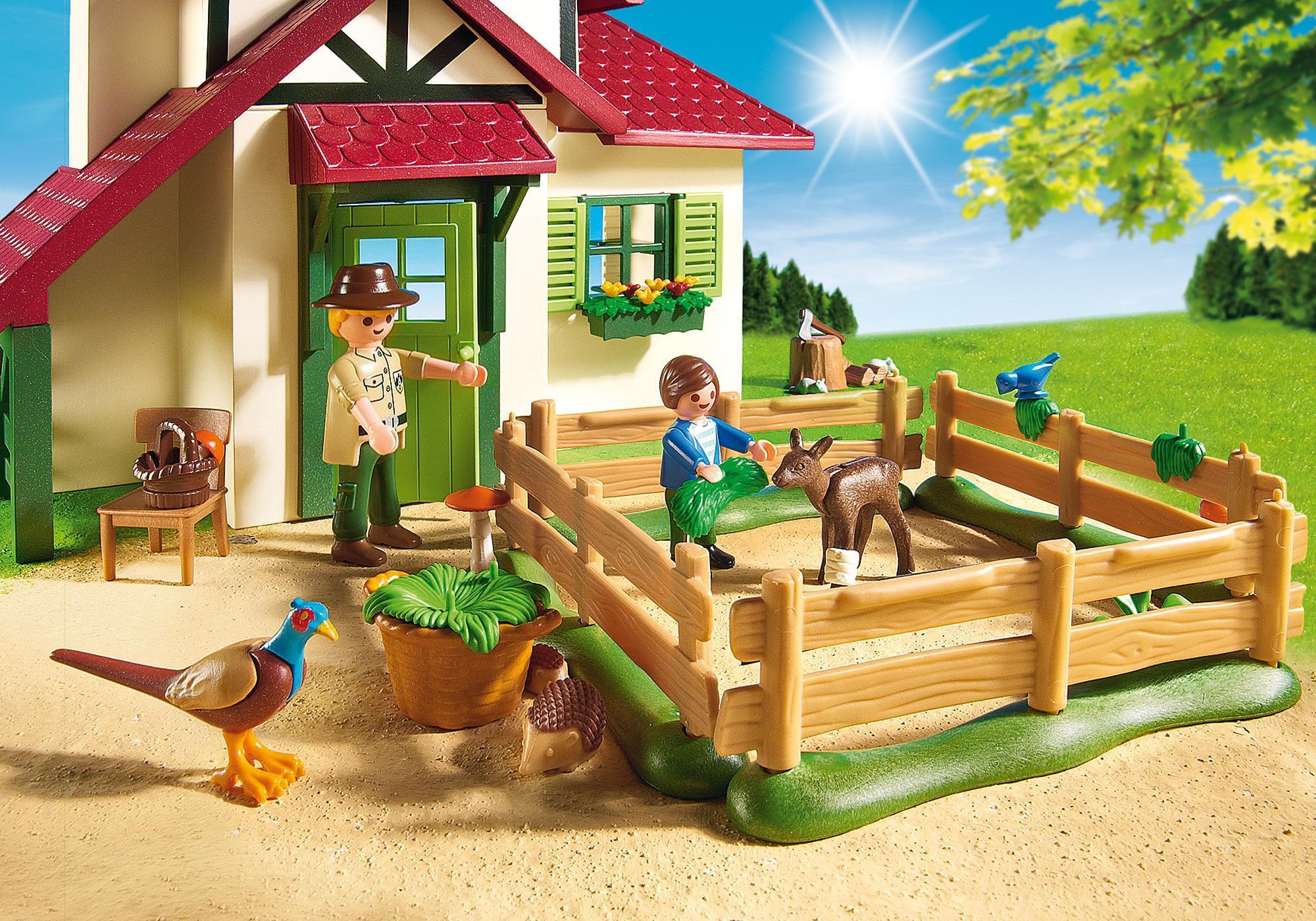 http://media.playmobil.com/i/playmobil/6811_product_extra2/Forest Ranger's House
