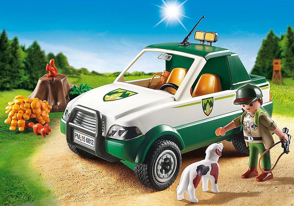 6812 Terreinwagen met boswachter detail image 1
