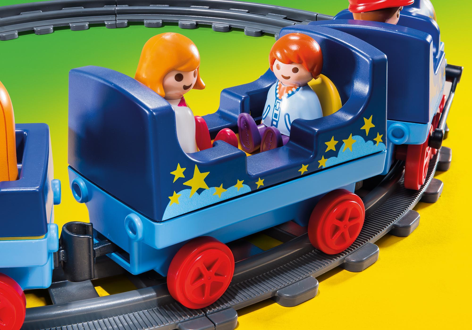 http://media.playmobil.com/i/playmobil/6880_product_extra1/Train étoilé avec passagers et rails